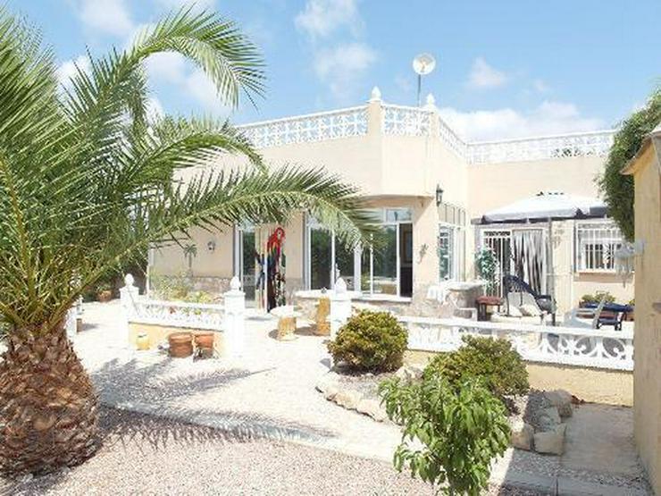 Landhaus-Villa mit Pool und schönem Ausblick