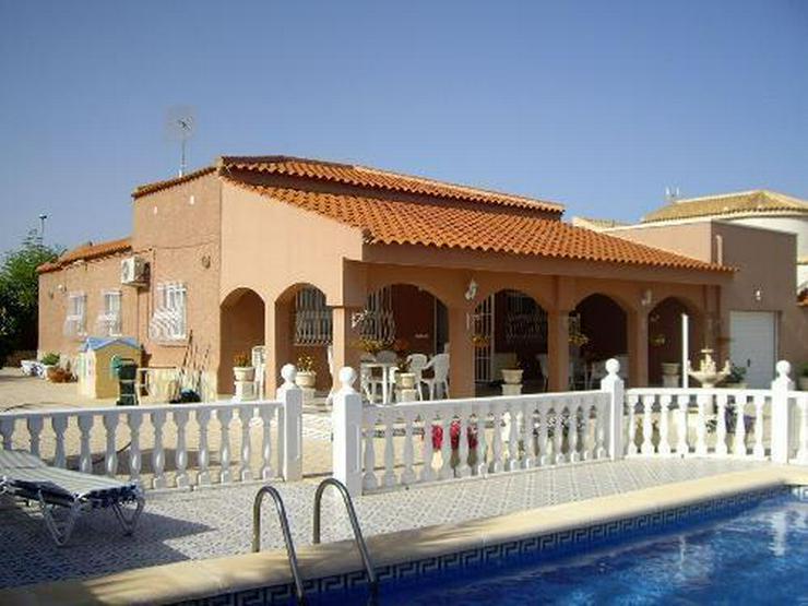 Wunderschöne Villa mit Pool, Garage und Gästehaus - Haus kaufen - Bild 1