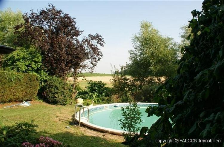 Großzügiges Villenanwesen mit Pool in top Lage und herrlicher Fernsicht, Doppelgarage, K... - Bild 1
