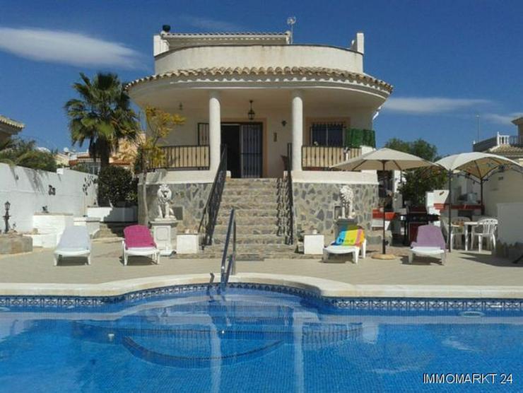 Sehr schöne Villa mit Privatpool und großem Keller - Haus kaufen - Bild 1