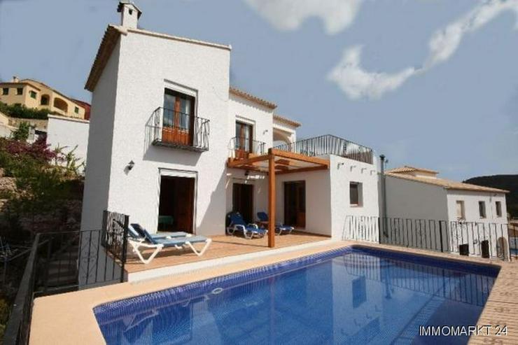 Gepflegte Villa mit Pool in schöner Aussichtslage über Adsubia - Bild 1