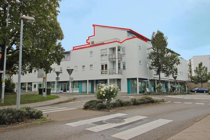 Bild 2: Frei ab sofort! Zentrale Maisonette-Wohnung mit Dachterrasse, 2 Balkonen, TG-Stellplatz - ...