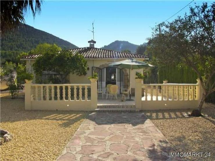Kleine Landhaus-Villa am Rande von Orba