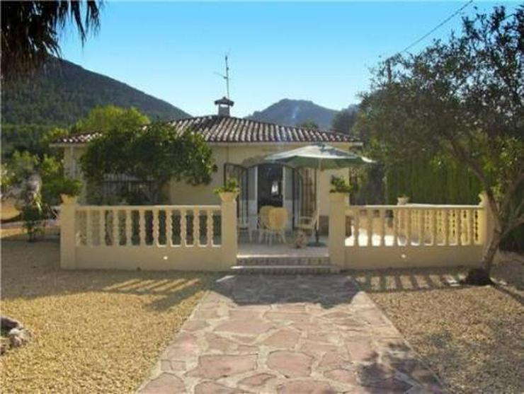 kleine landhaus villa am rande von orba in orba spanien auf. Black Bedroom Furniture Sets. Home Design Ideas