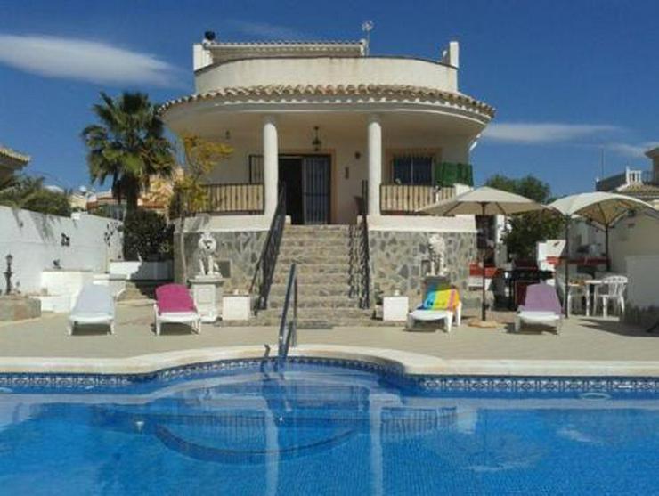 Sehr schöne Villa mit Privatpool und großem Keller - Bild 1