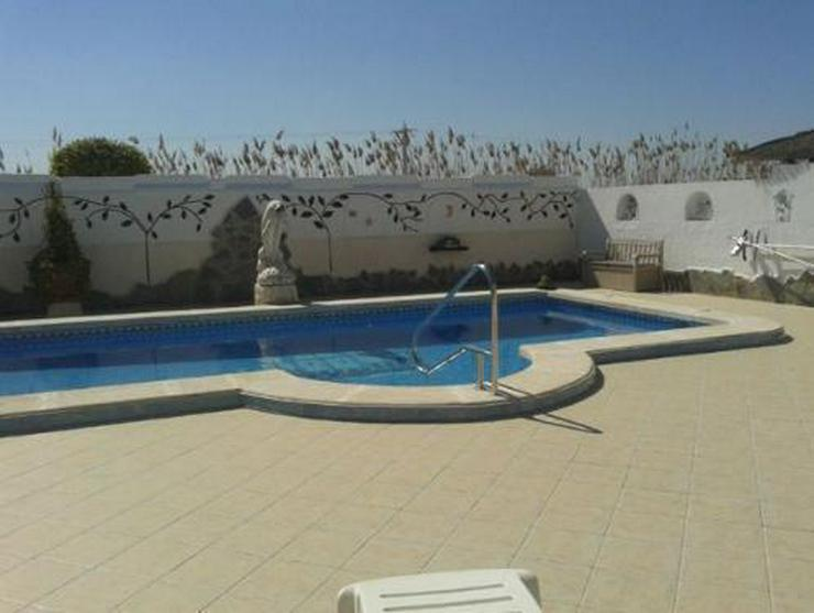 Bild 17: Sehr schöne Villa mit Privatpool und großem Keller