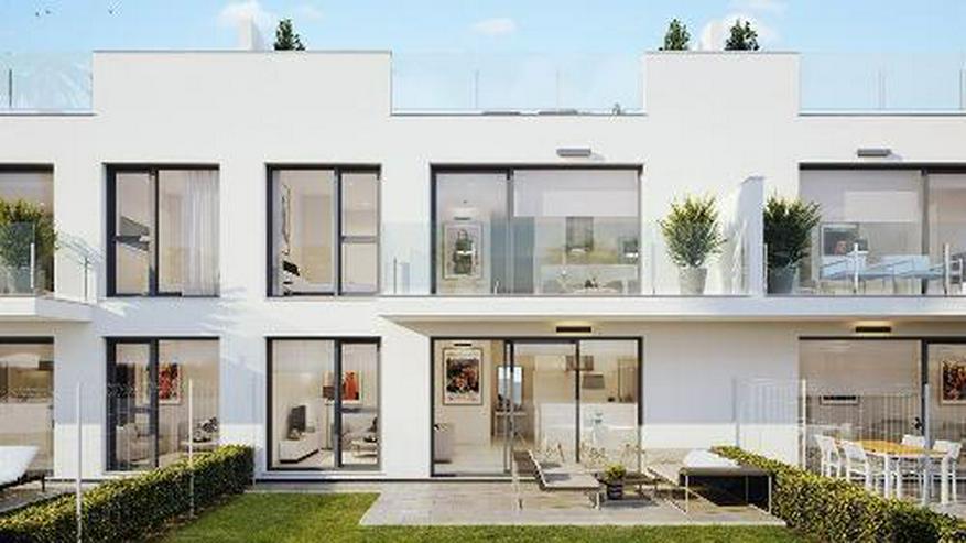 Bild 2: Komfortable Obergeschoss-Wohnungen mit Gemeinschaftspool