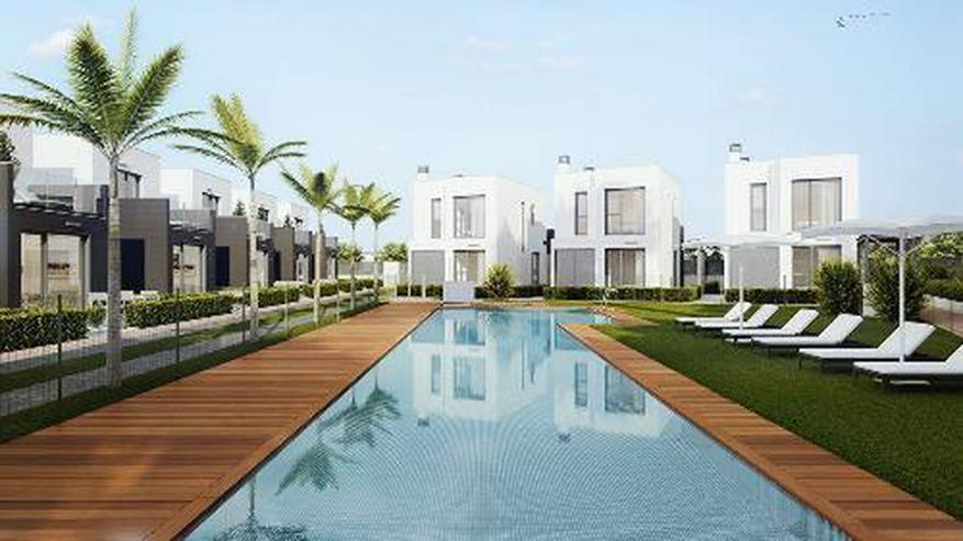 Bild 4: Komfortable Obergeschoss-Wohnungen mit Gemeinschaftspool