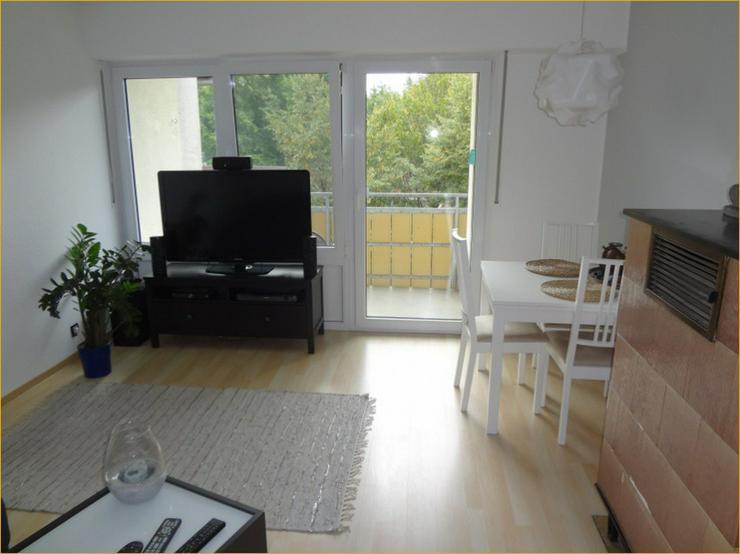 Schorndorf: Großzügige, Licht durchflutete 3-Zimmer-Wohnung mit Balkon und Einbauküche.
