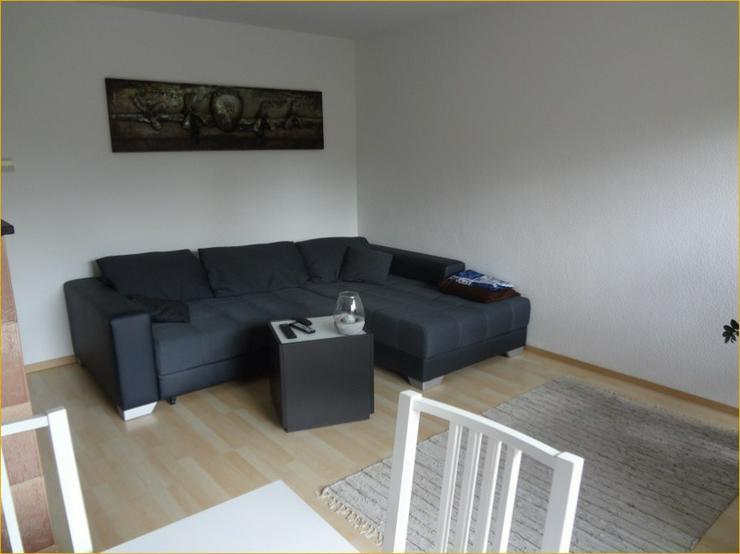 Bild 2: Schorndorf: Großzügige, Licht durchflutete 3-Zimmer-Wohnung mit Balkon und Einbauküche.