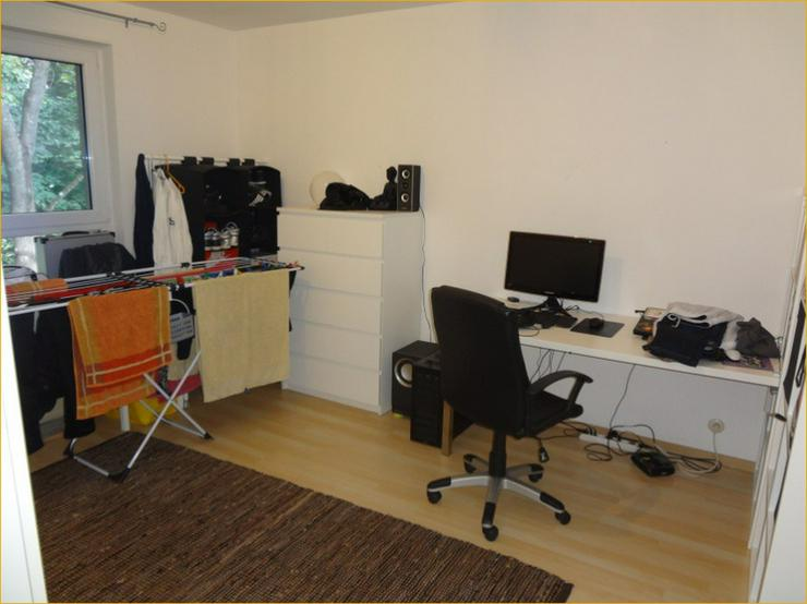 Bild 5: Schorndorf: Großzügige, Licht durchflutete 3-Zimmer-Wohnung mit Balkon und Einbauküche.
