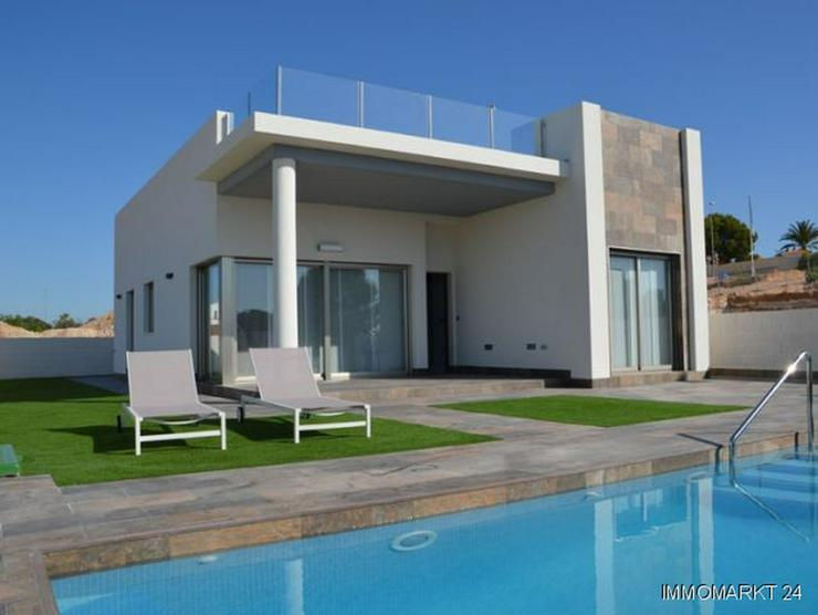 moderne villen mit gro en dachterrassen und privatpools in villamartin spanien auf. Black Bedroom Furniture Sets. Home Design Ideas
