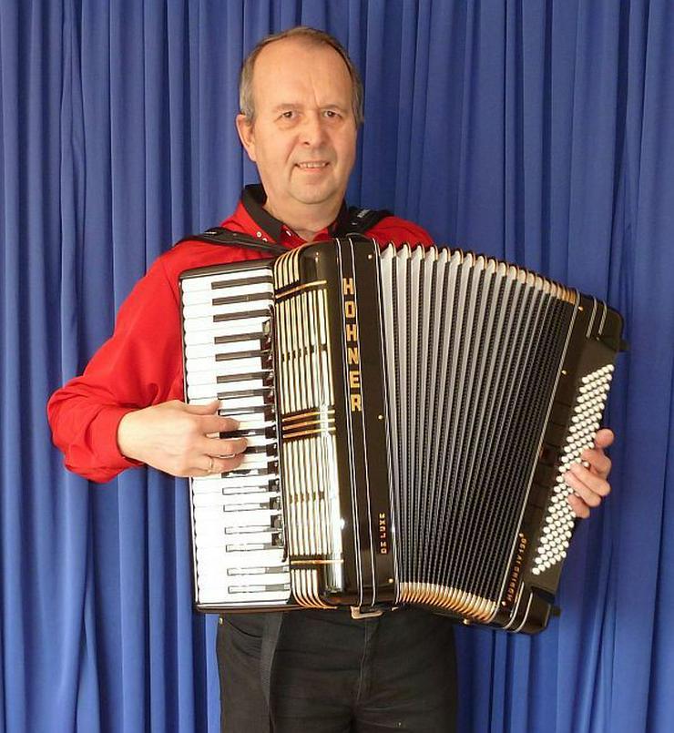 Akkordeonspieler in Neuss, Meerbusch, Düsseld