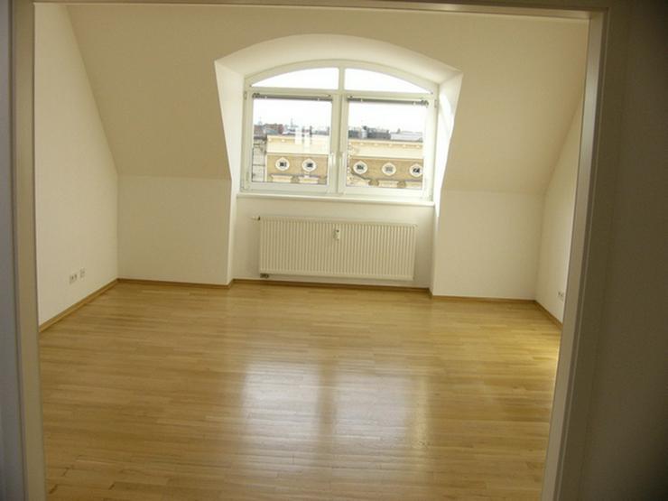 Bild 2: Super-Dachgeschoss nahe Kollwitz-Platz! Einzug kurzfristig möglich!