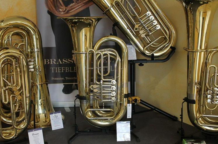 Bild 3: Besson BBb - Tuba mit 4 Zylinder - Drehventilen