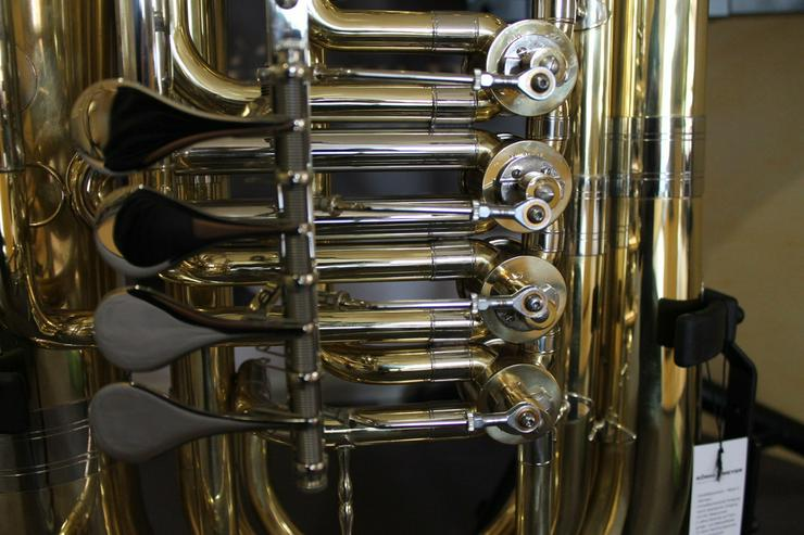 Bild 5: Besson BBb - Tuba mit 4 Zylinder - Drehventilen