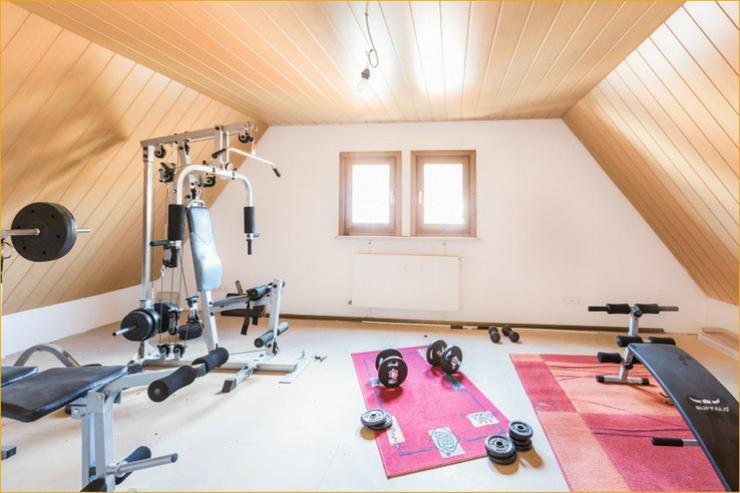 Bild 4: Großzügige 7 Zimmerwohnung auf zwei Ebenen im Herzen von Bad Urach