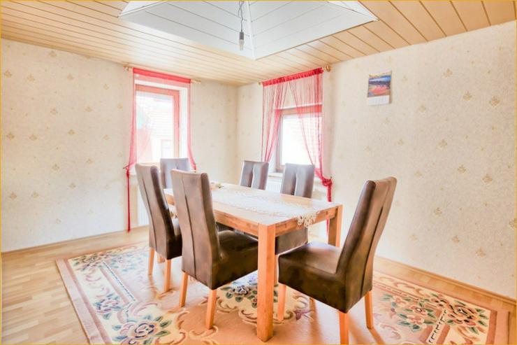 Bild 2: Großzügige 7 Zimmerwohnung auf zwei Ebenen im Herzen von Bad Urach