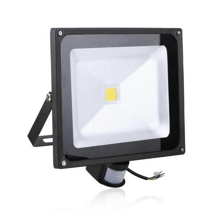 LED Strahler 50 Watt mit Bewegungsmelder für