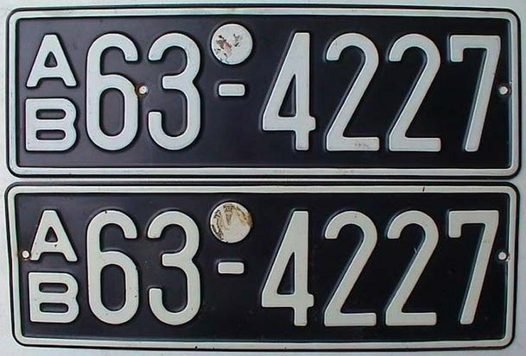 Bild 2: Sammler sucht Autokennzeichen vor 1945 schwarz