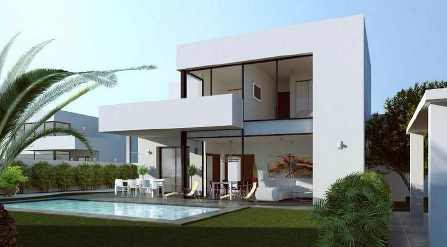 **Lebe deinen Traum** GRUNDSTUECK IN SAN JOAN, z.B. 143,5 m² Einfamilienhaus mit Pool