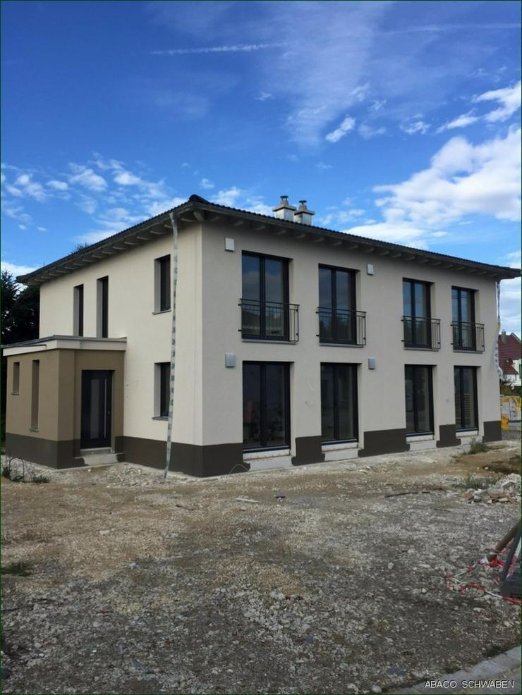 17 km von Neu-Ulm. Wohnkomfort und Gemütlichkeit. Energieeffizient für die Zukunft gebau... - Haus kaufen - Bild 1