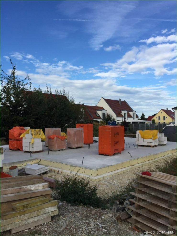 Bild 2: 17 km von Neu-Ulm. Wohnkomfort und Gemütlichkeit. Energieeffizient für die Zukunft gebau...