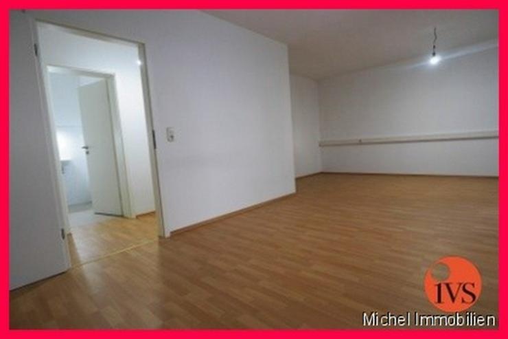 ** Lichtdurchflutet ** Schönes 2 Zi. Büro in Friedrichsdorf, 1 Kfz Stellplatz inklusive ... - Bild 1
