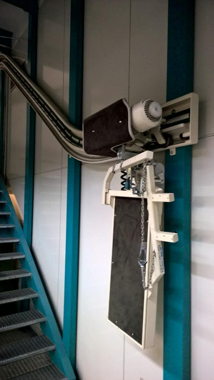 Treppenlift für Kurventreppe Förderhöhe 7m,