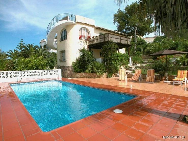Villa mit 2 Wohneinheiten und Panoramablick - Bild 1