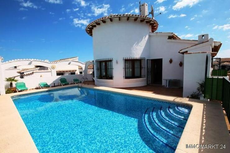 Villa mit Pool und einer sensationellen Aussicht auf die Berge am Monte Pego - Bild 1