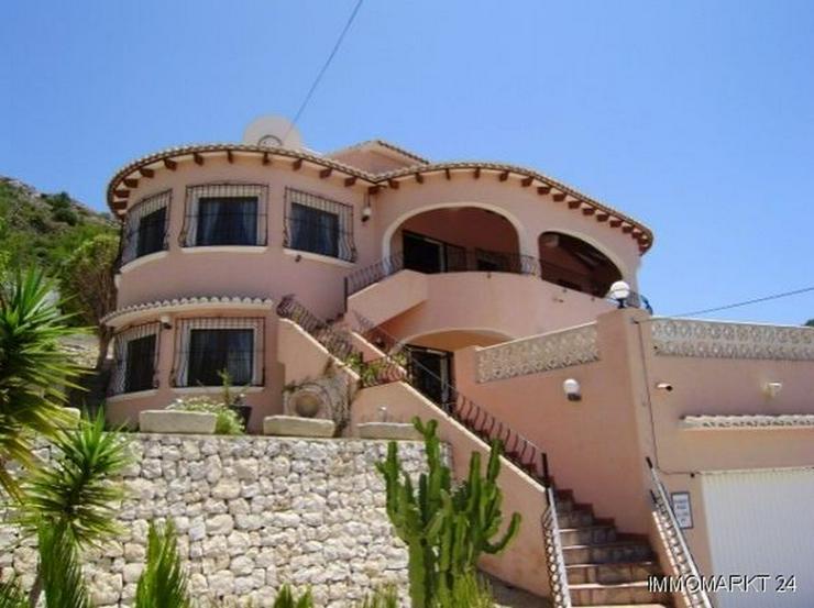 Großzügige Villa mit Pool - Haus kaufen - Bild 1