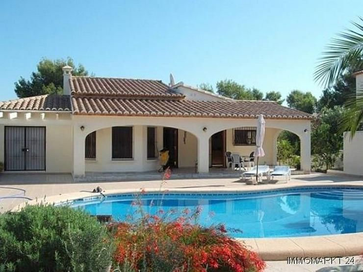 Villa mit großem Pool in idyllischer Lage - Haus kaufen - Bild 1