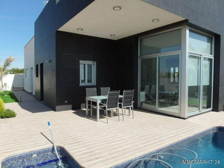Elegante Neubauvillen mit Privatpool - Haus kaufen - Bild 1