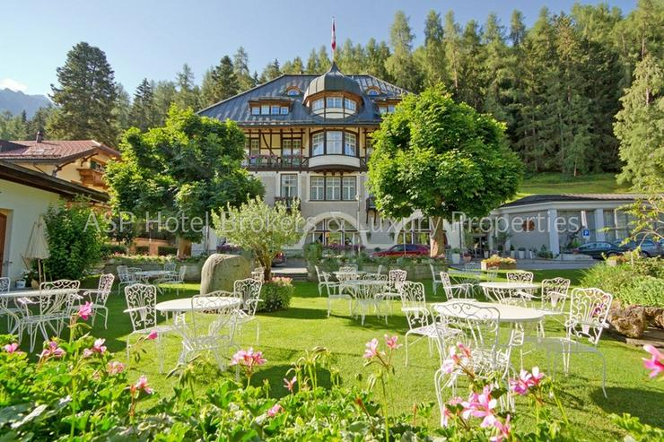 Preissenkung! Luxuriöses Parkhotel mit 10.000 qm bebaubarem Kurpark im Engadin in Bestlag...