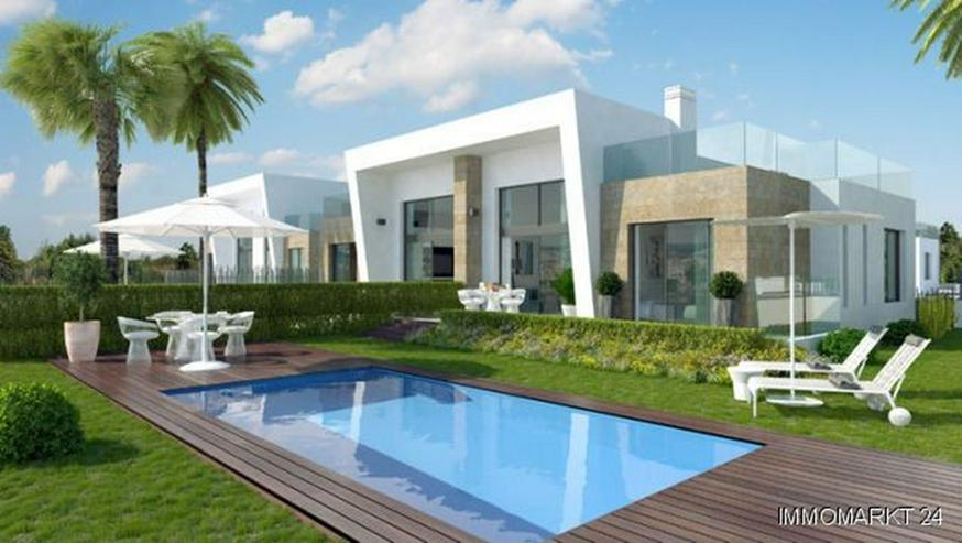 Exklusive Doppelhaushälften mit Gemeinschaftspool Nähe Golfplatz - Bild 1