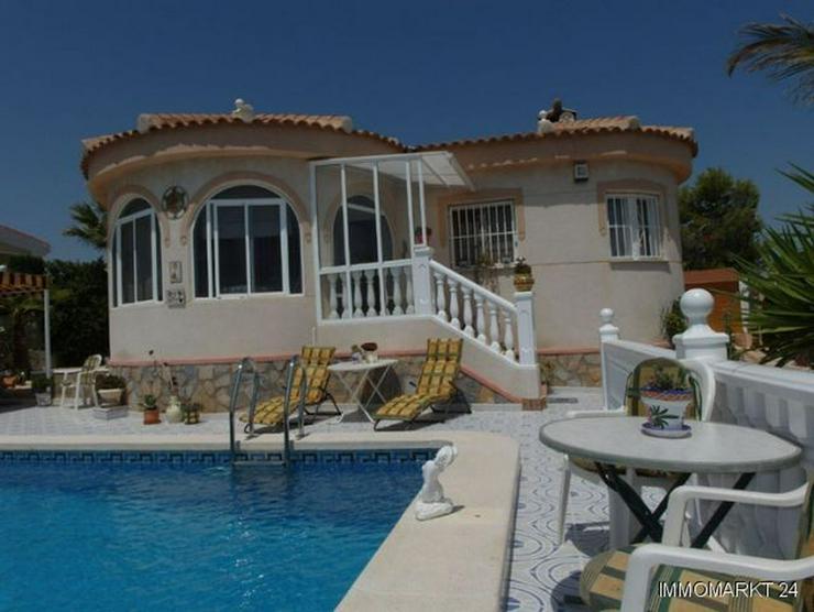 Top gepflegte Villa mit Pool und Sommerküche - Bild 1