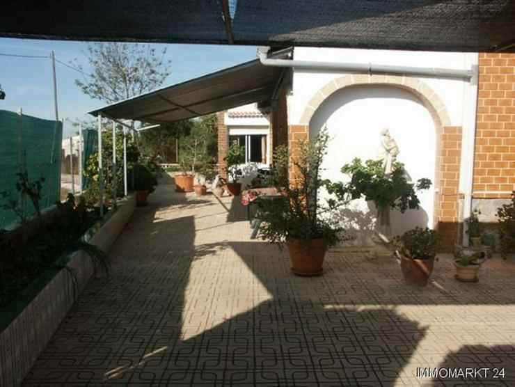 Bild 2: Dorfhaus mit 2 Wintergärten