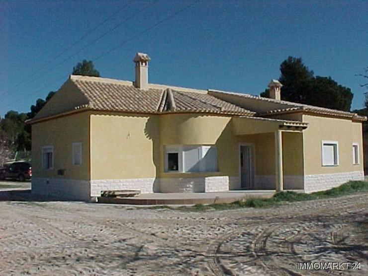 Neubauvilla auf Doppelgrundstück in Urb. Terol - Haus kaufen - Bild 1