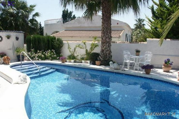 Bild 2: Exklusive Villa mit Pool und großem Keller