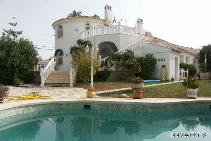Exklusive Villa mit Gästeappartement und Pool - Bild 1