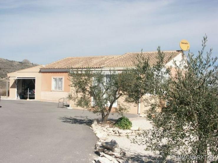 Landhaus mit Pool, Garage und wunderschönem Ausblick - Bild 1