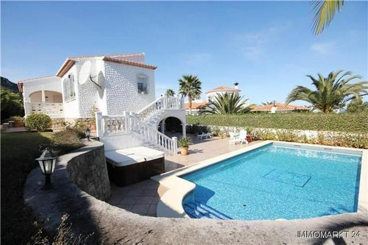 villa mit g steappartement pool jacuzzi sauna und garage in denia spanien auf. Black Bedroom Furniture Sets. Home Design Ideas