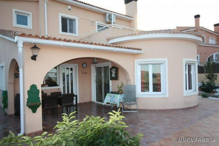 Villa mit Pool, Sauna und Meerblick - Haus kaufen - Bild 1