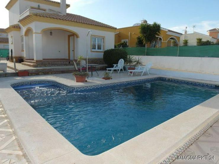 Villa mit Privatool, Außengrill und Dachterrasse - Haus kaufen - Bild 1