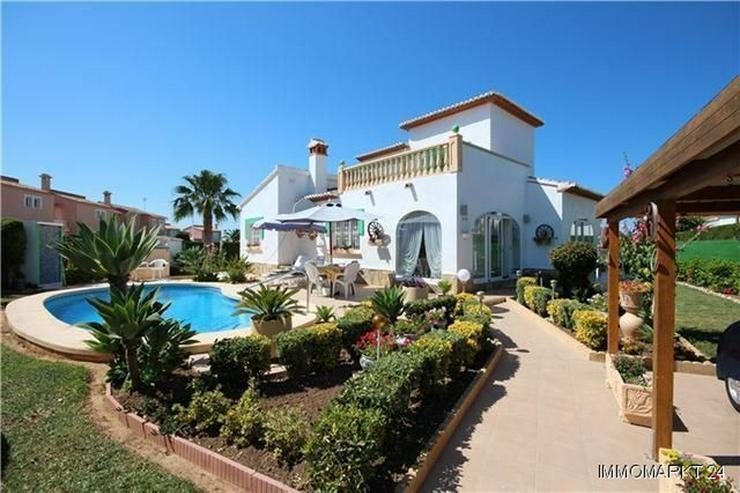 Sonnige, meernahe Villa mit Dachterrasse und Pool - Haus kaufen - Bild 1