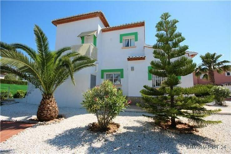 Bild 4: Sonnige, meernahe Villa mit Dachterrasse und Pool