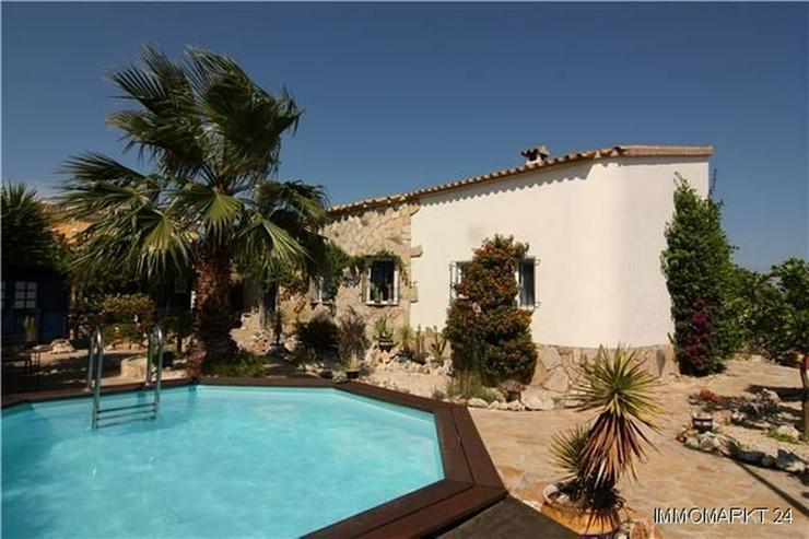 Außergewöhnliche 2-Schlafzimmer-Villa mit Pool nur 800 m vom Meer - Haus kaufen - Bild 1
