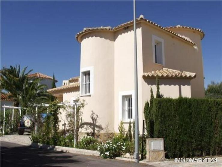 Bild 5: Neuwertige Villa mit Pool direkt am Loch 1 der Golfanlage Oliva Nova