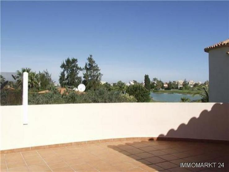 Bild 4: Neuwertige Villa mit Pool direkt am Loch 1 der Golfanlage Oliva Nova